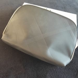 Burberry Beauty medium pouch